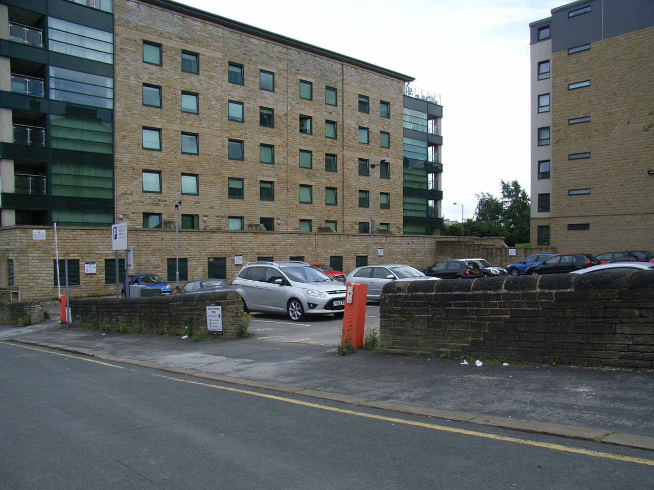 Rent A Smile Parking Space Stonegate House Bd1